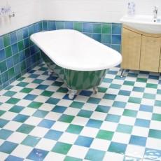 梅雨時のお風呂のカビ対策!浴室と鏡、天井の掃除のポイント5点の画像