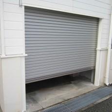 車庫の電動シャッターと手動シャッターの違い。おすすめな理由と商品紹介の画像