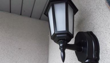 玄関ポーチ灯 取替え