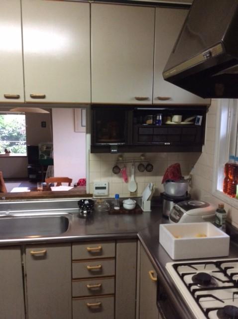 間取りは変えず、前面の壁を撤去して広々と明るいキッチンに