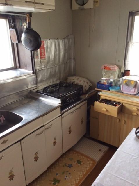 2間続きの部屋を1つの居室(LDK)へ変更。キッチンはオープンな対面型に