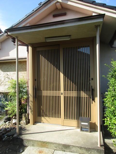 玄関が明るく変身!玄関引き戸のカバー工法