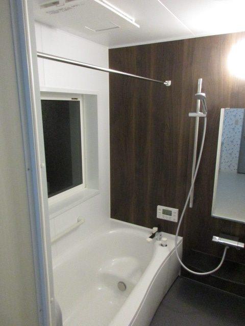 将来を見据えてエコキュートへ、浴室改装