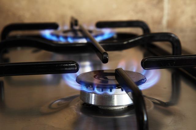 ガスコンロに火がつかない3つの原因と交換費用の目安