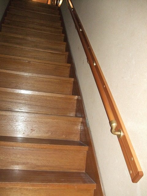 転ばぬ先の杖「階段てすり取付」