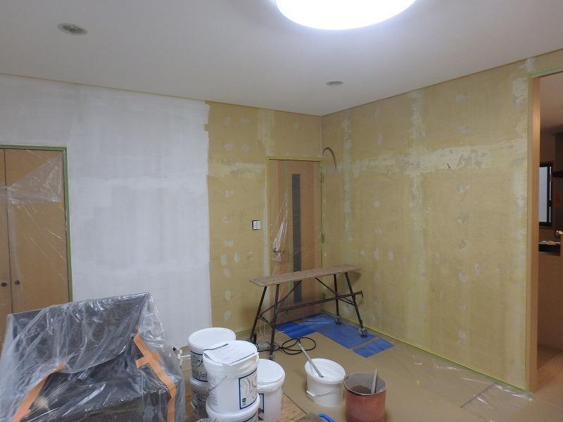 LDK改装工事 漆喰・無垢材などの自然素材を取り入れたリフォーム