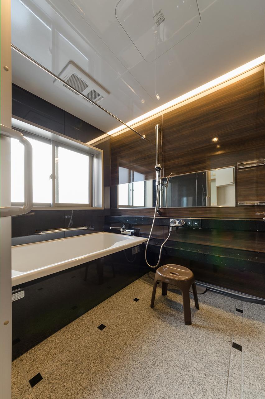 ワンランク上のバスルームへ|1.25坪の鋳物ホーロー浴槽