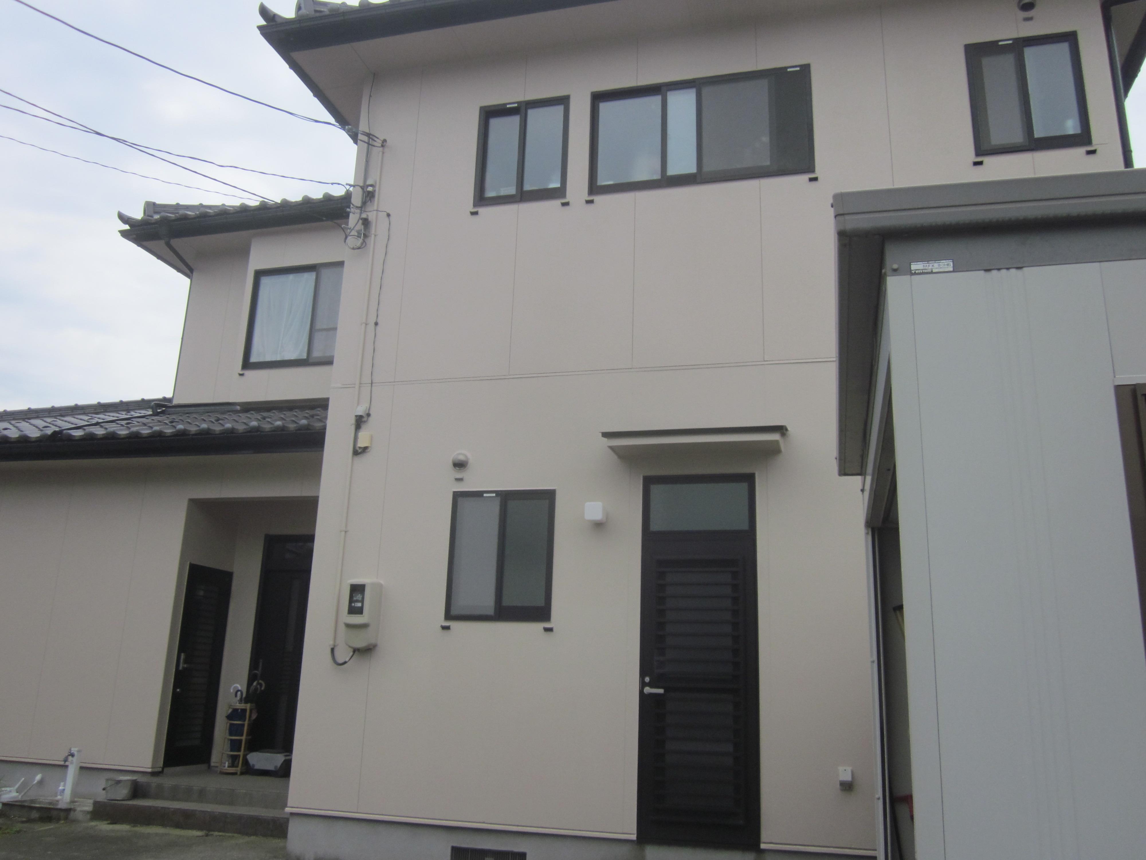 外壁塗装工事|コウモリ対策を兼ねて高耐久フッ素塗料を使用