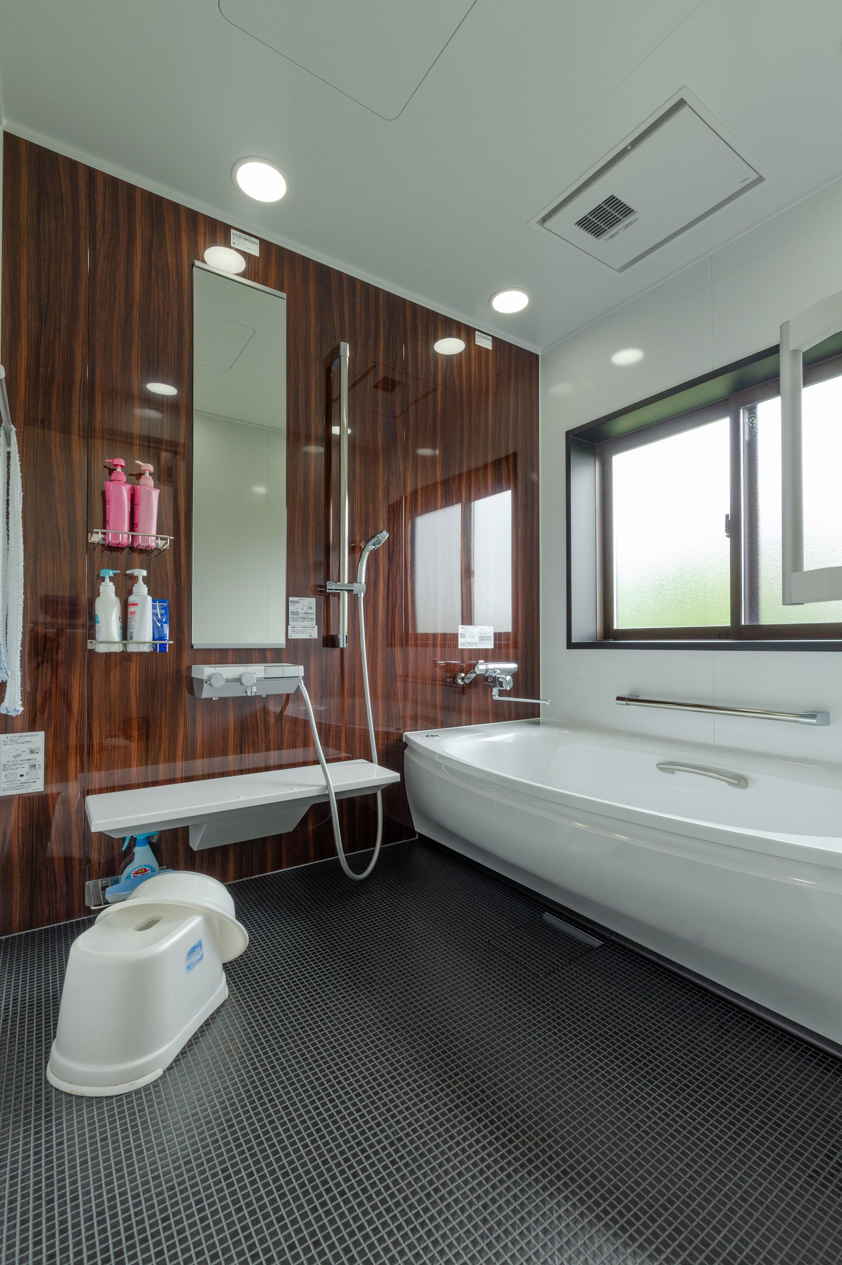 浴室リフォーム|1.25坪サイズ「TOTOサザナ」快適ワイド浴槽