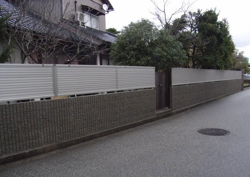 ブロック塀を新しくアルミフェンス付き塀にやり替え