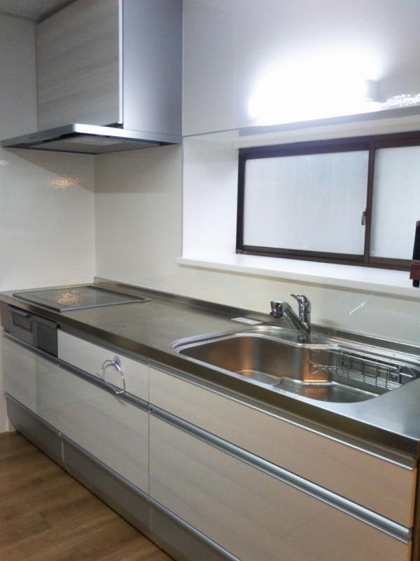 システムキッチンに入替えでキッチンが明るくなりました。