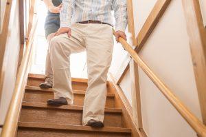 階段手摺 降りる