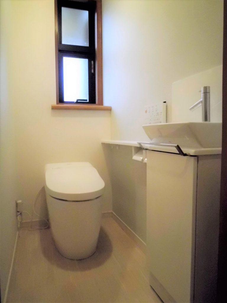 タンクレストイレに入替えでスッキリとした空間になりました。