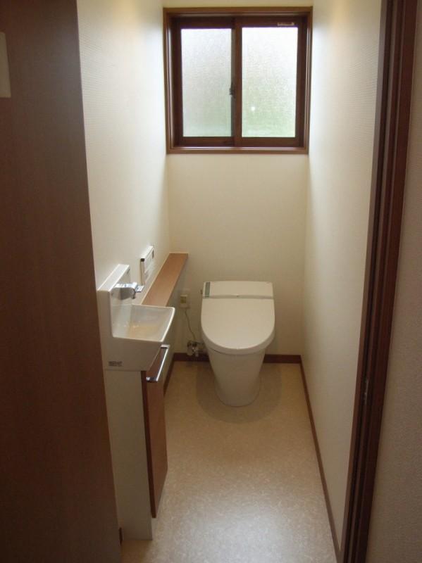 昔ながらの別れたトイレから洋式トイレに改装