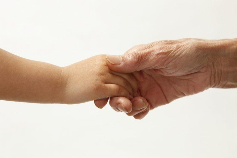 家庭内事故から高齢の親や子供を守る!事故が起きる前に出来ること