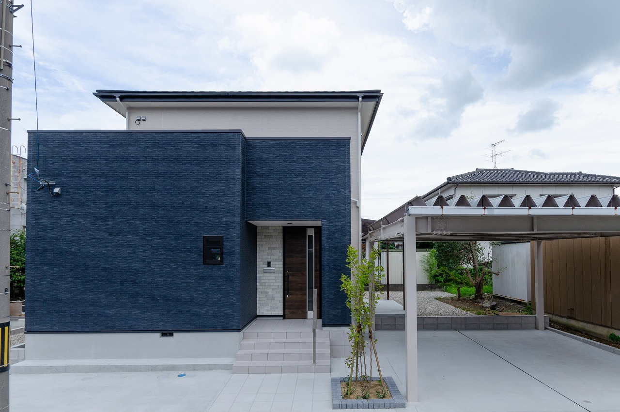 屋根も外壁も新しい洋風な外観に変身