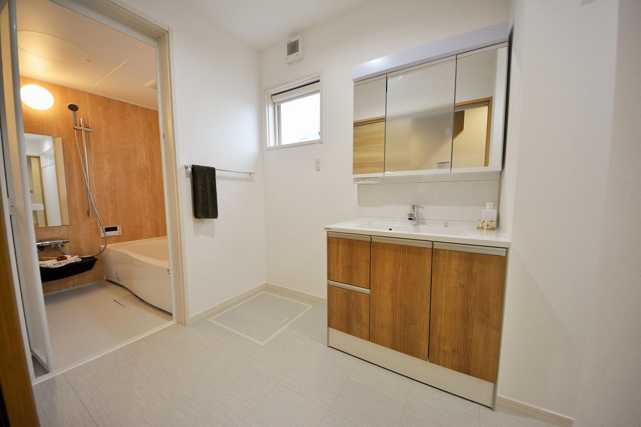 明るく清潔感のある洗面脱衣室に改装