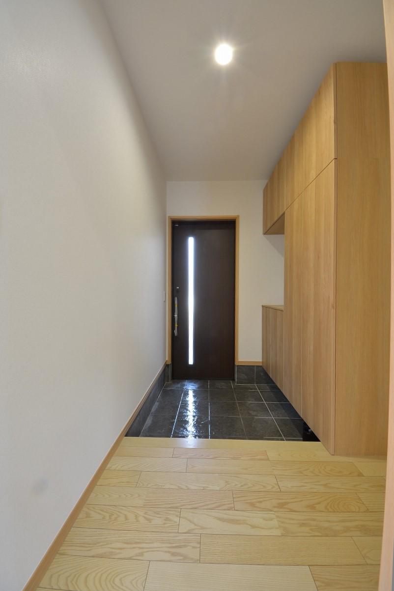 改装工事で玄関もガラリと雰囲気がかわりました。