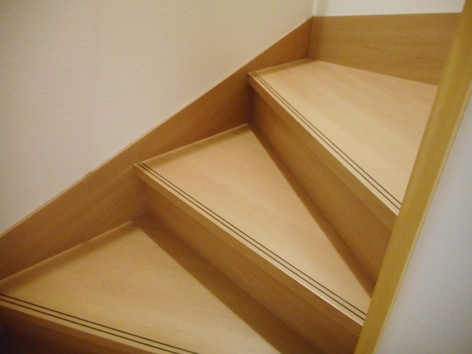 階段補修で安全に昇り降りできるようになりました。