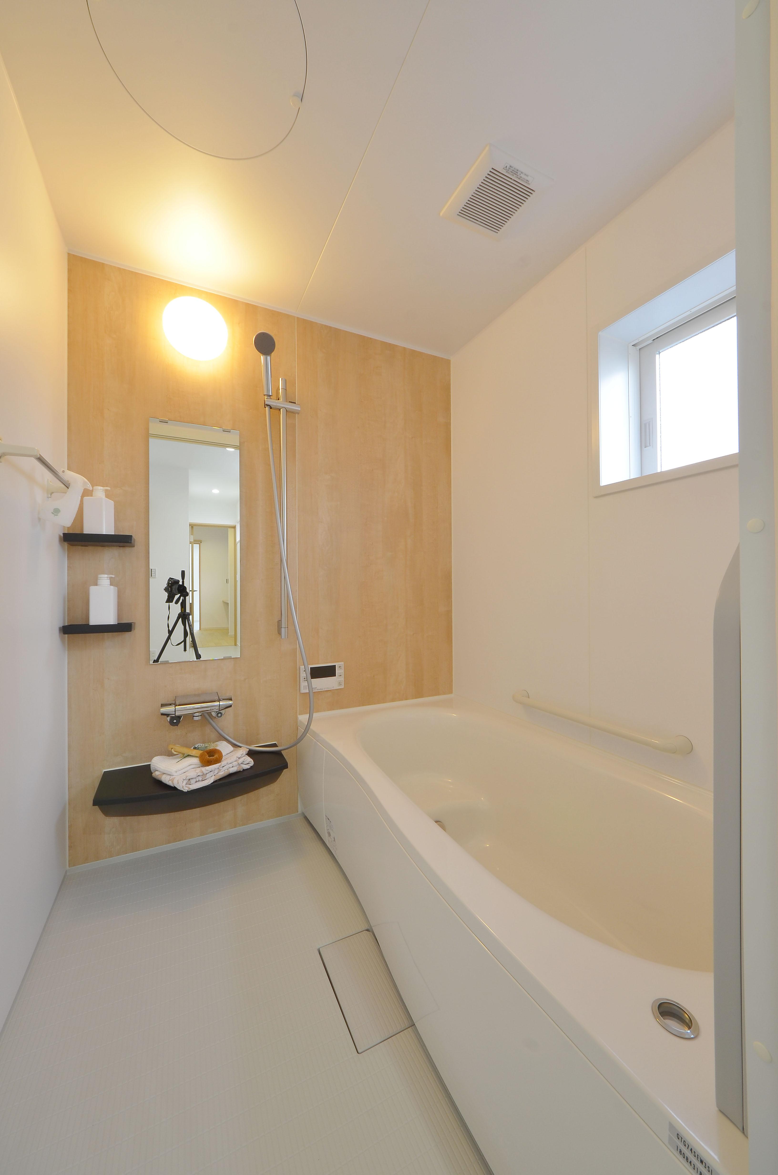 昔ながらのタイル浴室から暖かいシステムバスに改装