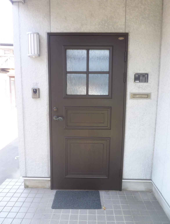 玄関ドア塗装でキレイに生まれ変わりました。