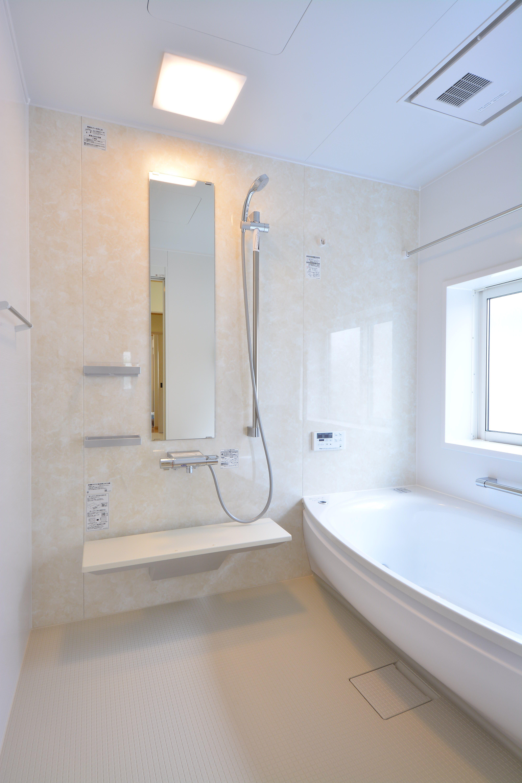 使い勝手のいいTOTOサザナ1.25坪広くて明るいお風呂になりました。