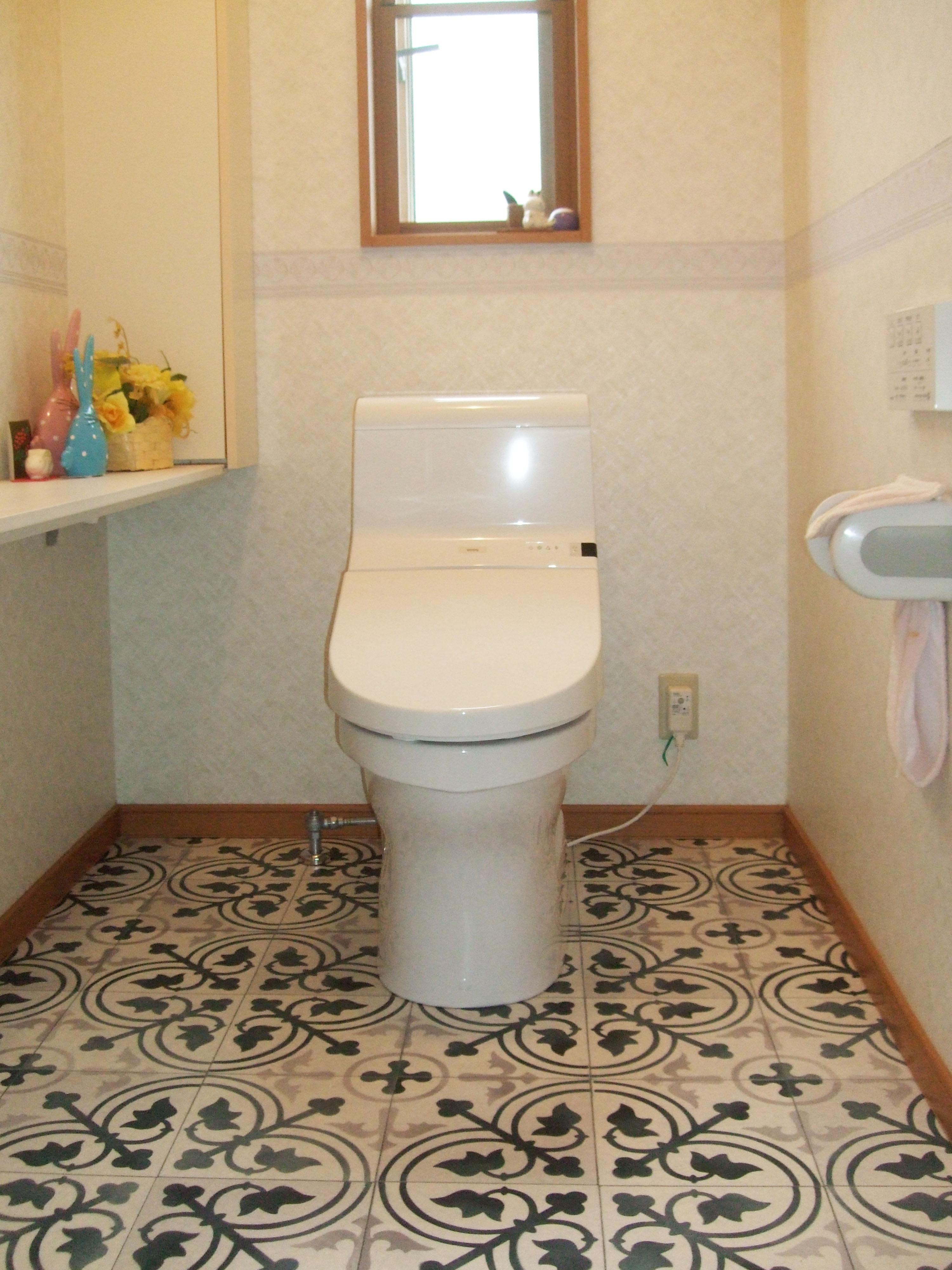 トイレ入替え工事おしゃれなクッションフロアが際立ちます。