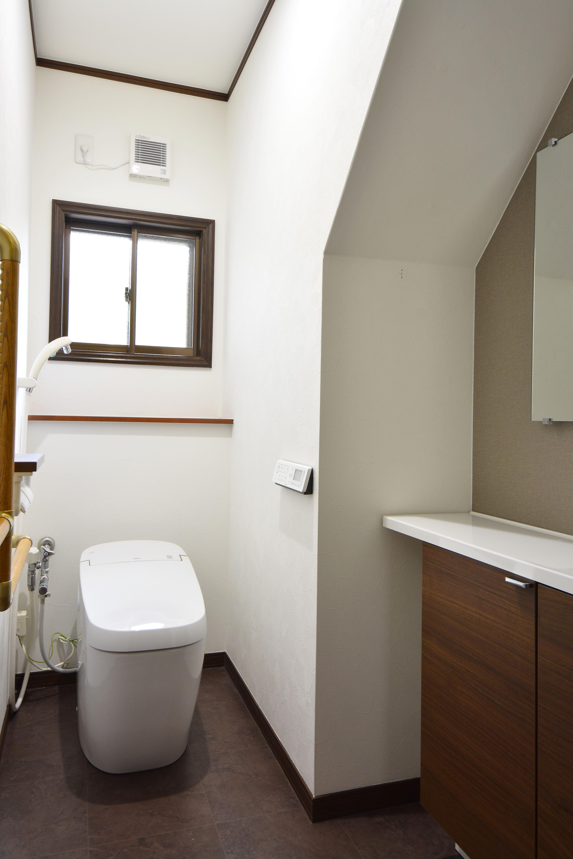 トイレ・手洗い器を新しく入替えスッキリとした空間になりました。