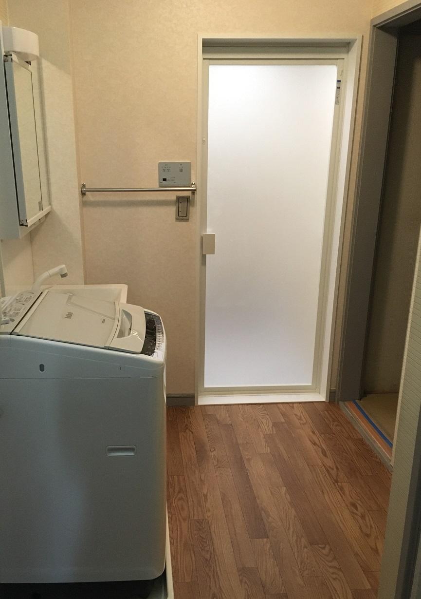 洗面化粧台も入替えきれいな洗面所になりました。