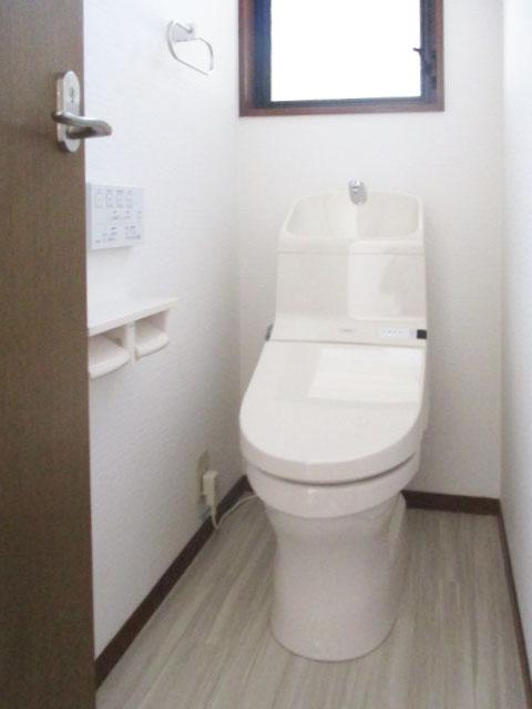 トイレ入替え工事ですっきりとしたトイレ空間になりました。