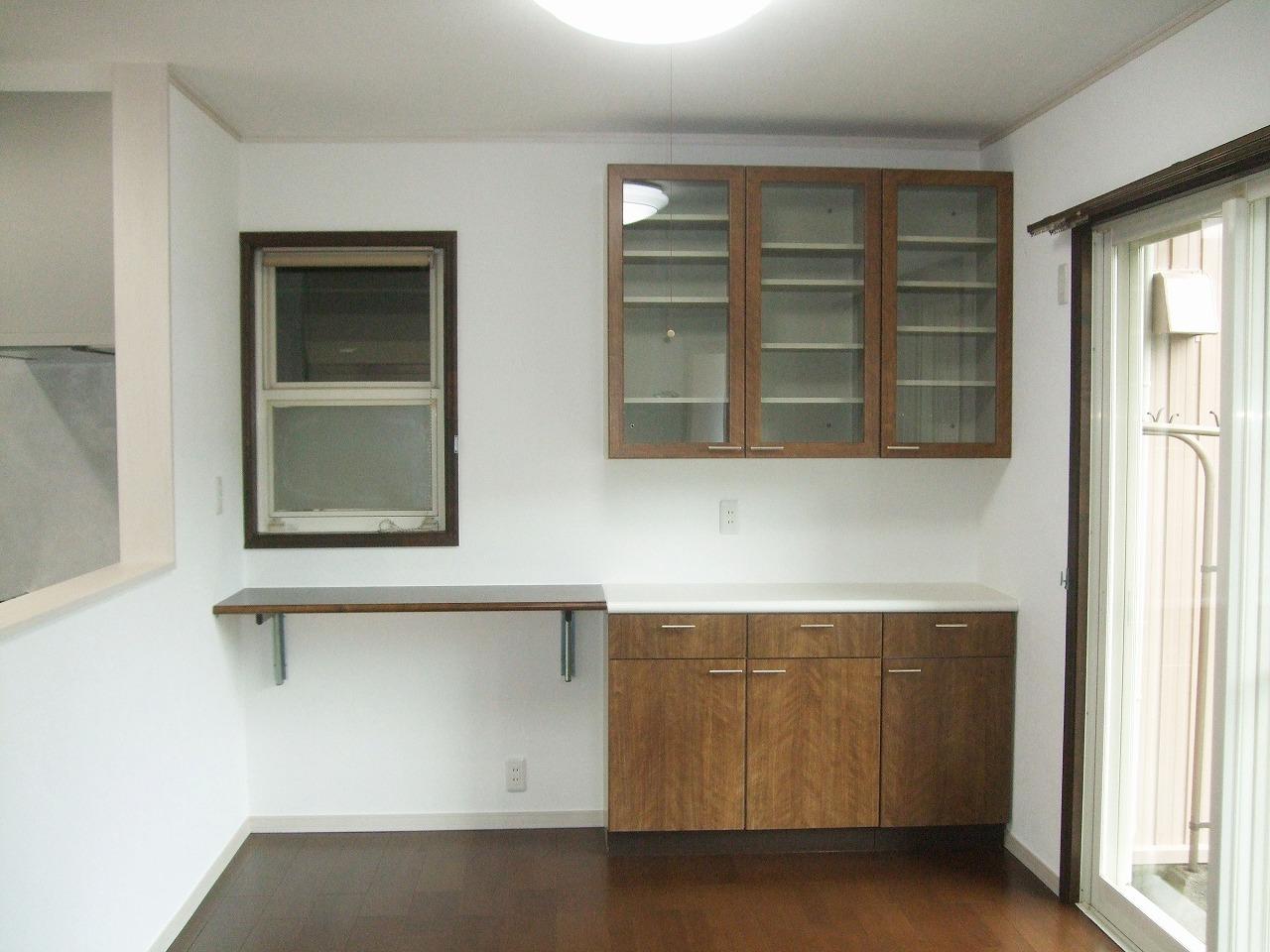 カウンターと食器棚を再利用