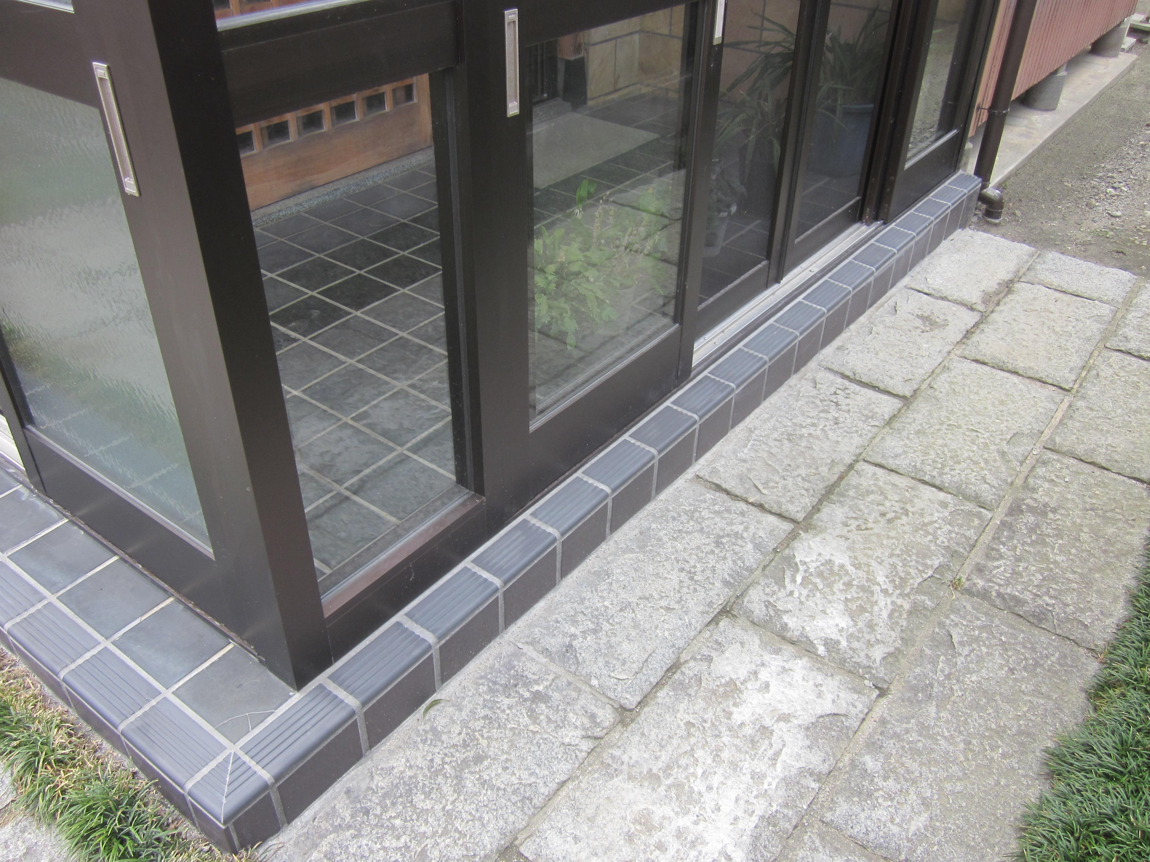 玄関タイルの補修