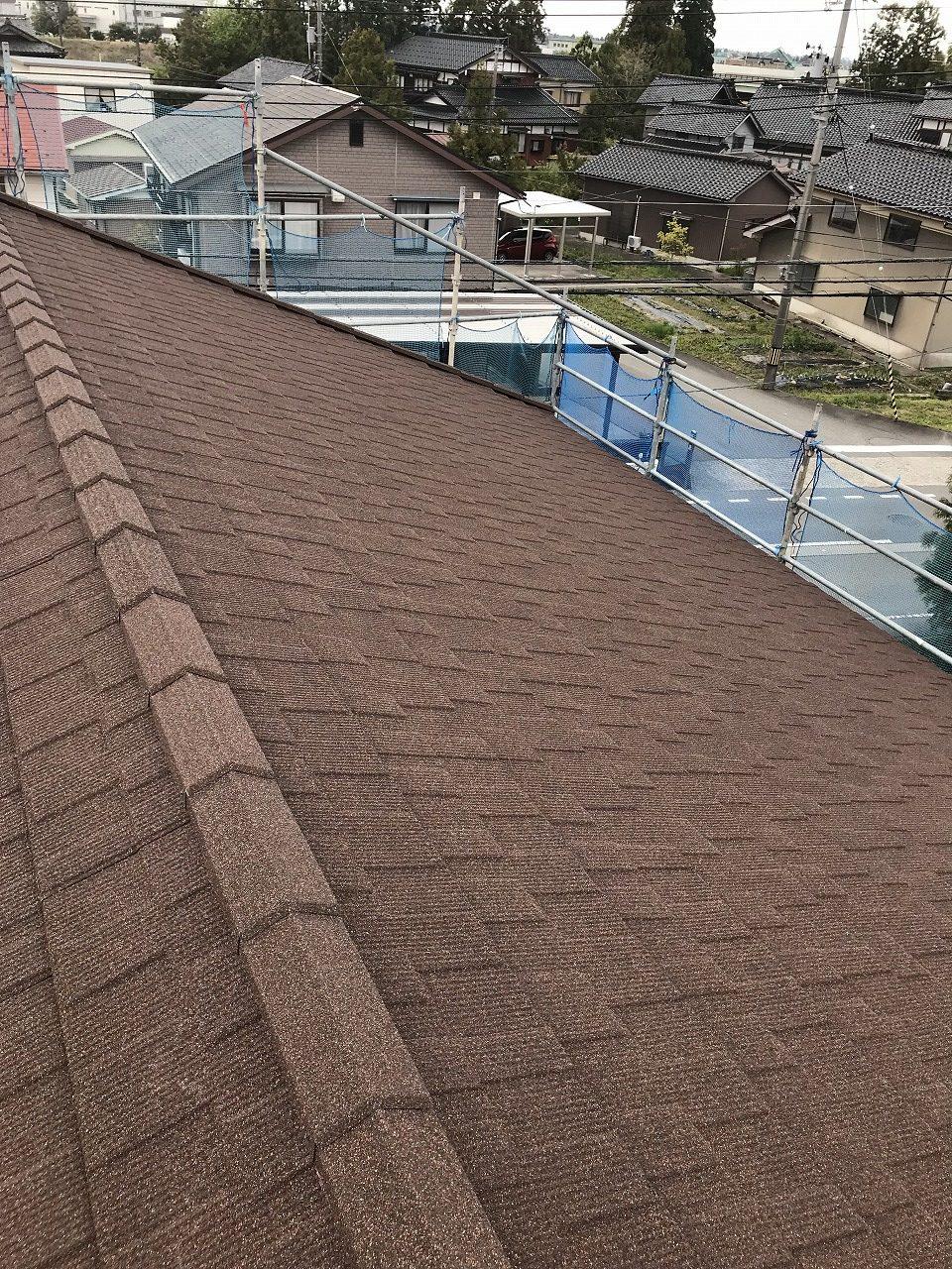 天然石吹付金属屋根セネター重ね葺きで見違える美しさ