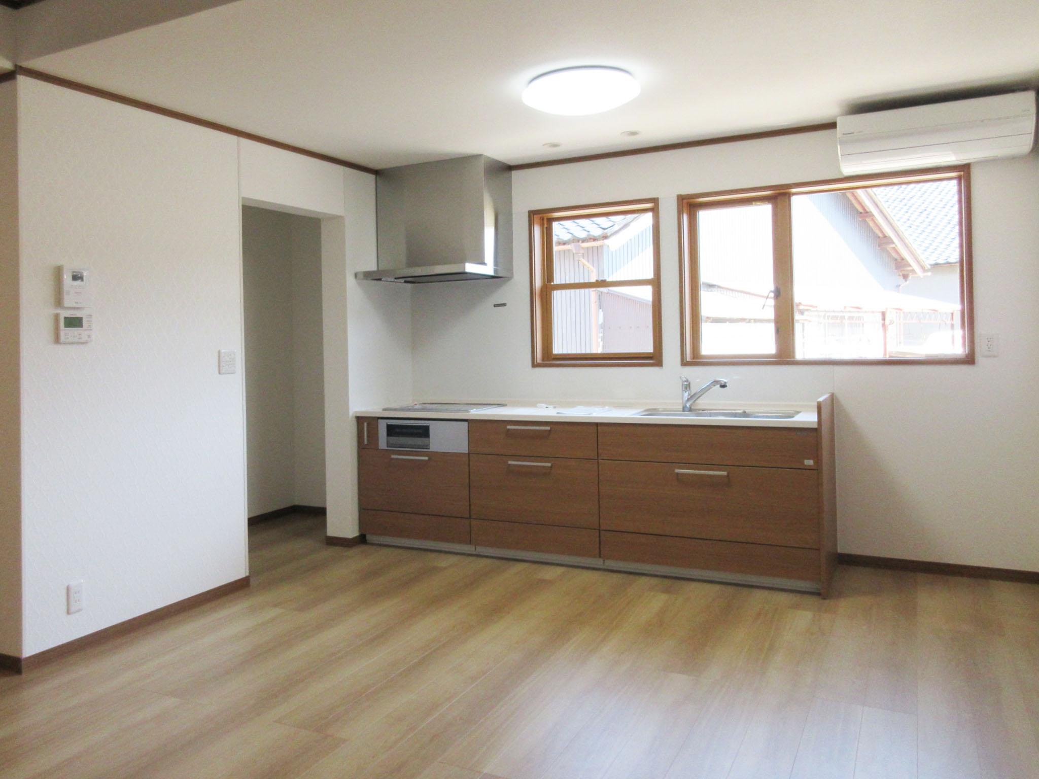 スッキリとした使いやすいキッチンへ改装