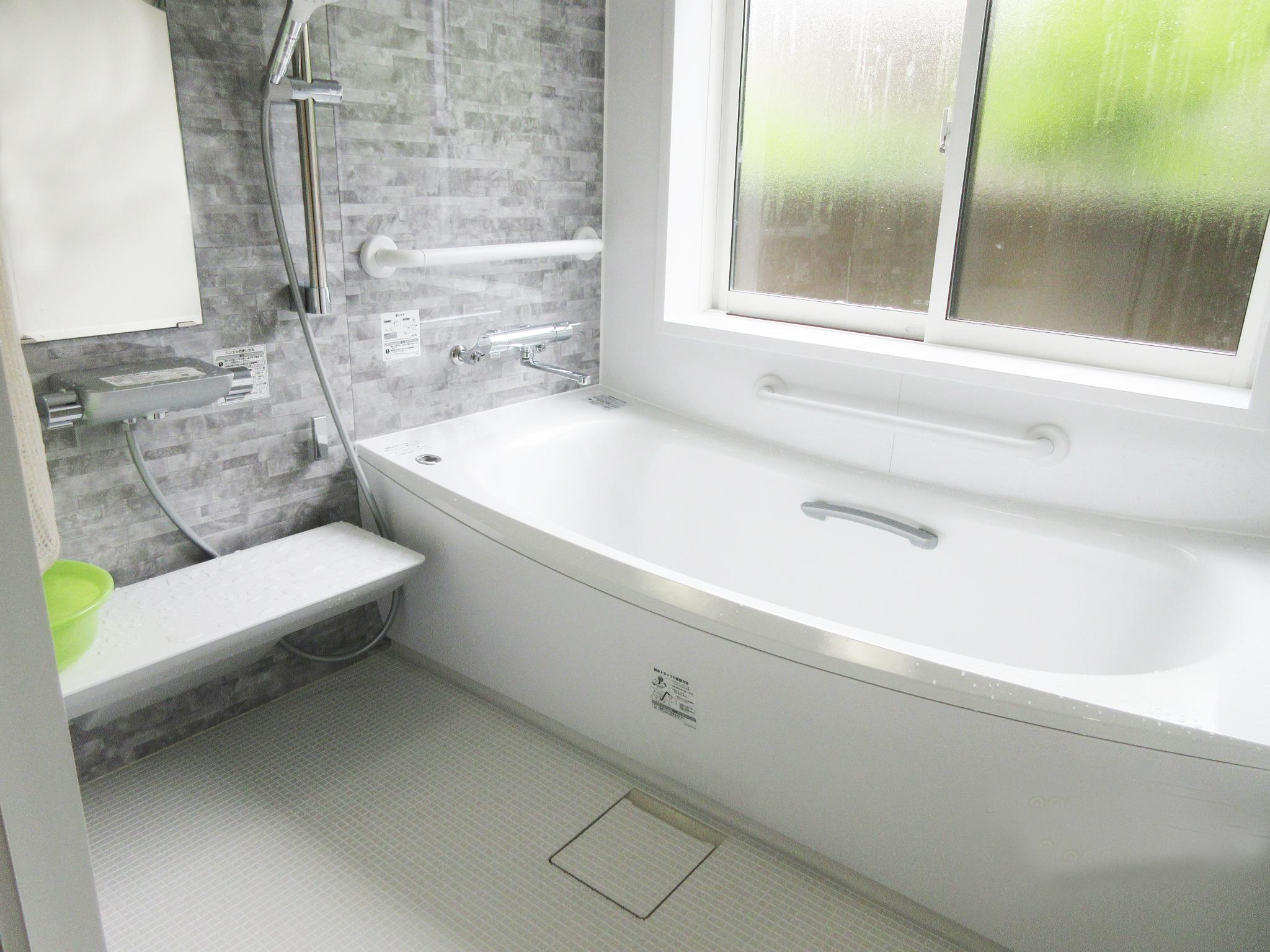 お掃除もしやすく広々快適なお風呂になりました。