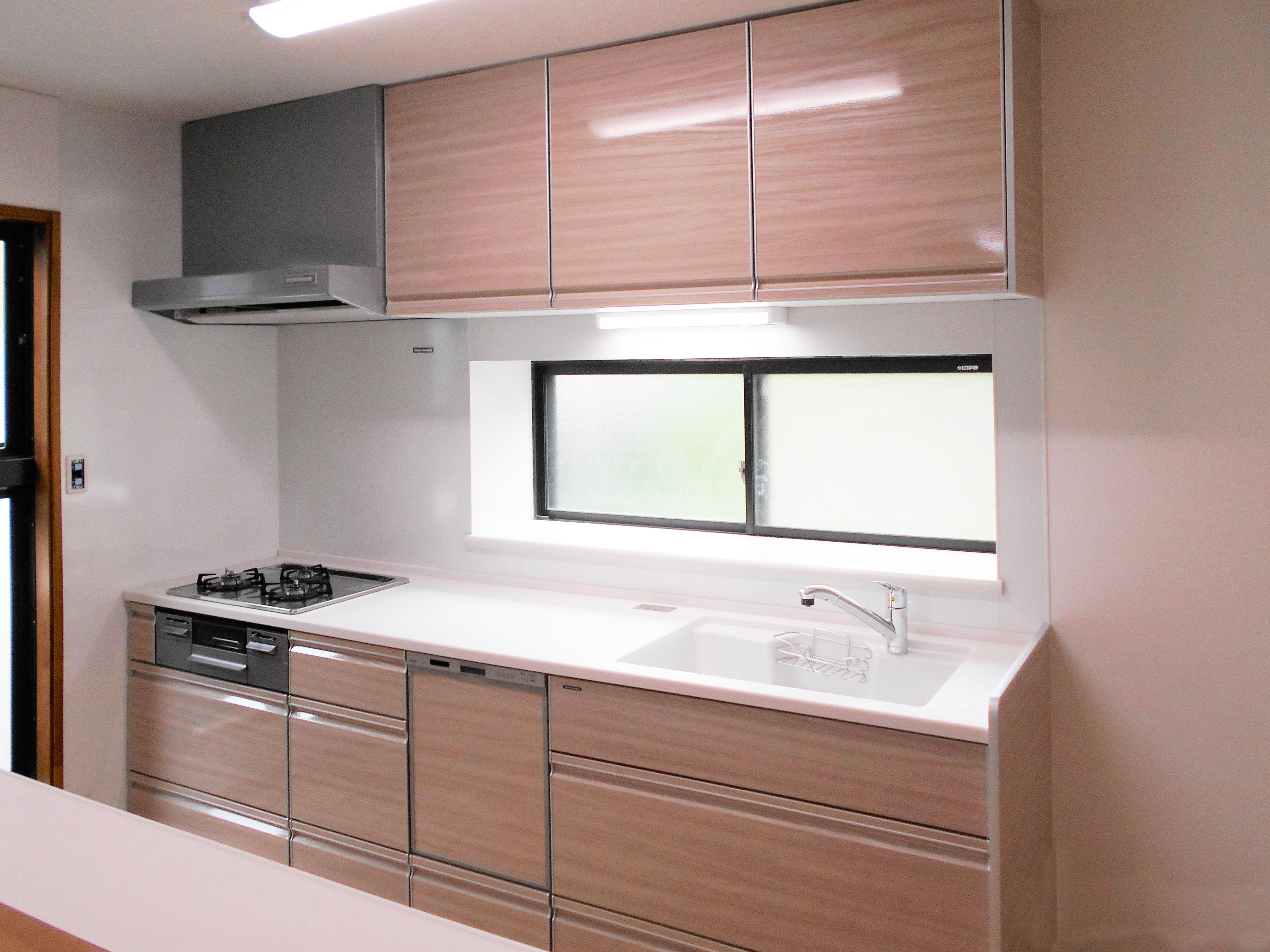 出し入れも掃除もしやすい新しいキッチン