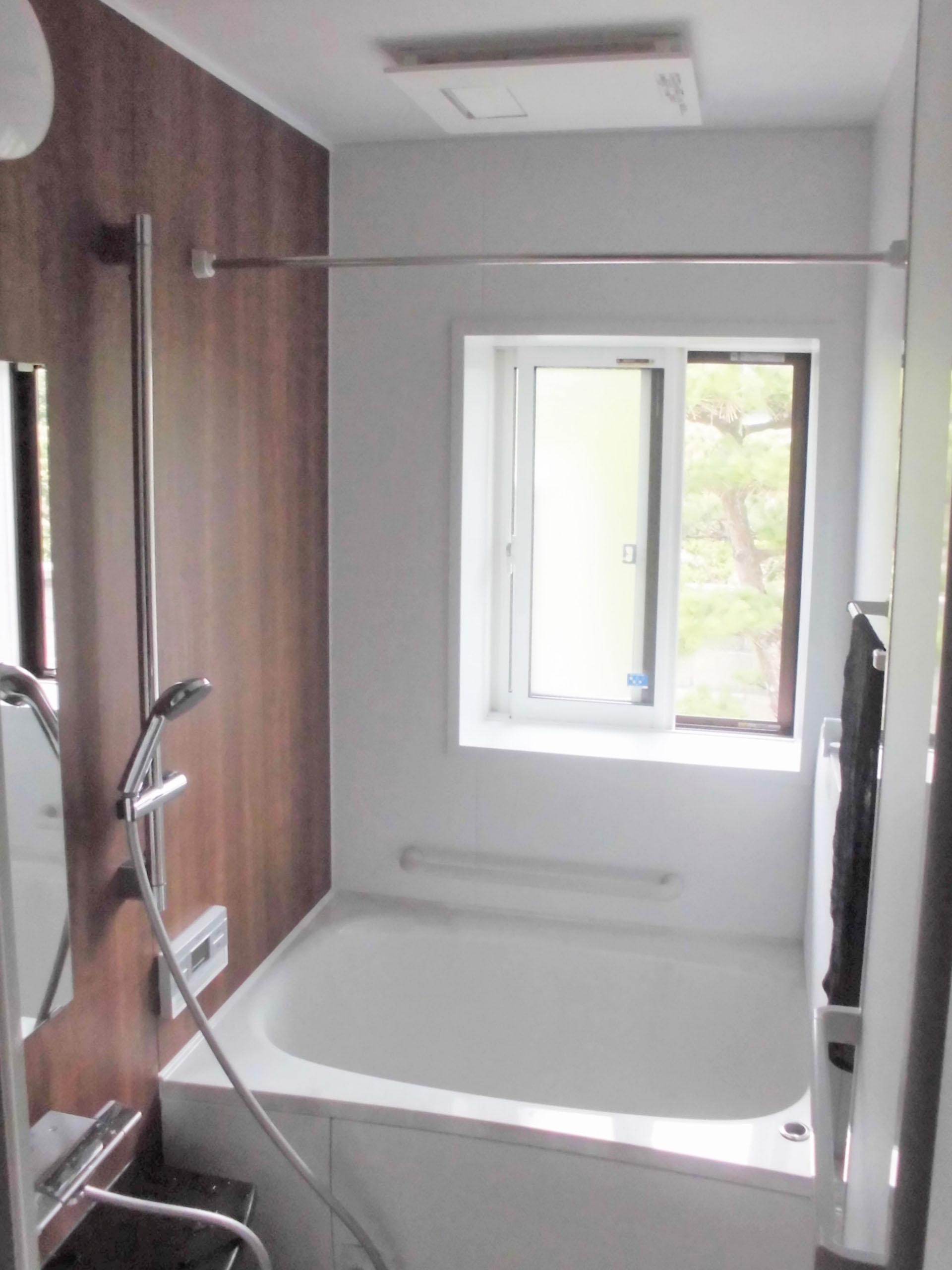 壁も床も浴槽もお掃除らくらくシステムバス
