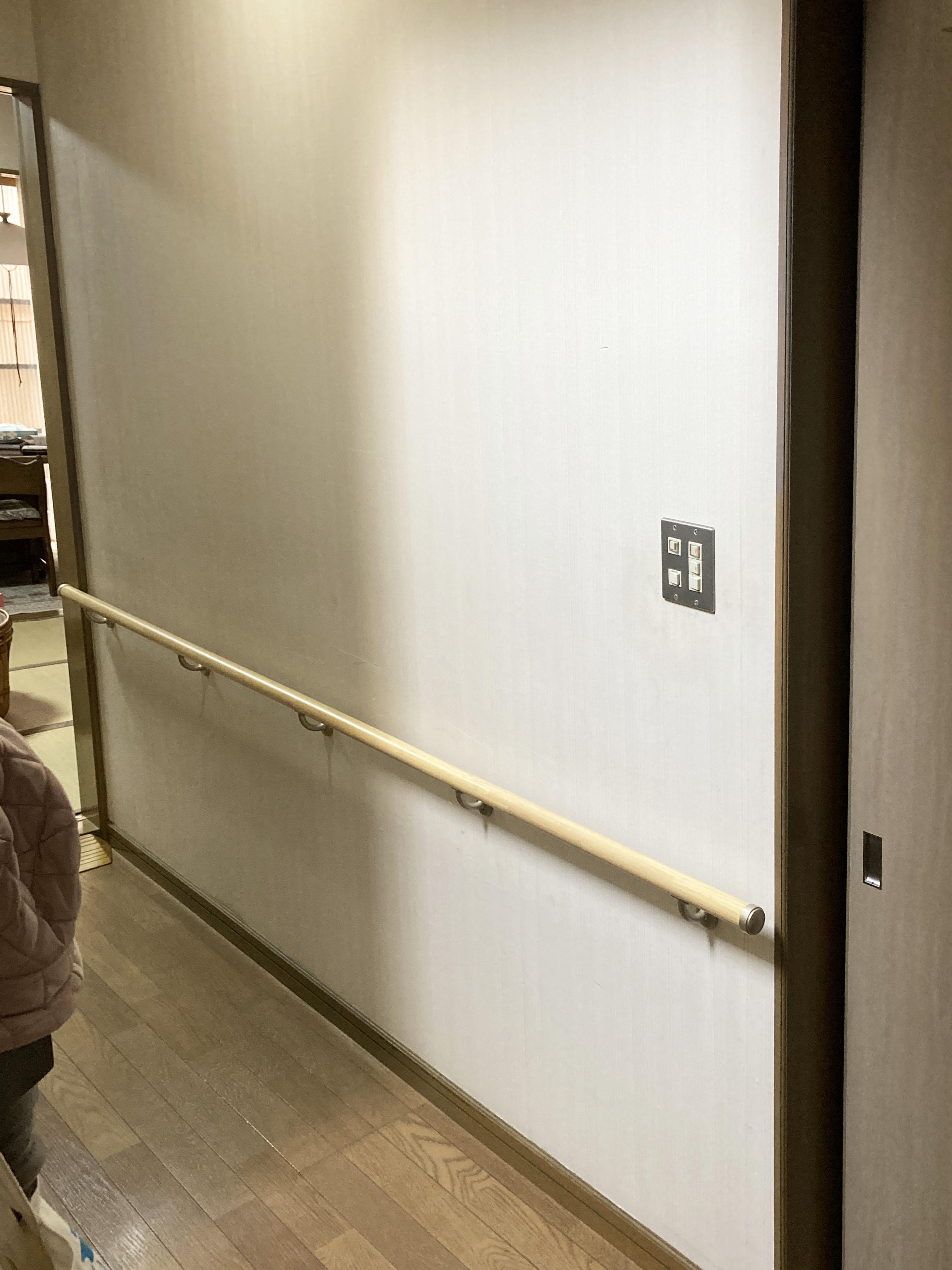 廊下の移動も安心!手摺取付