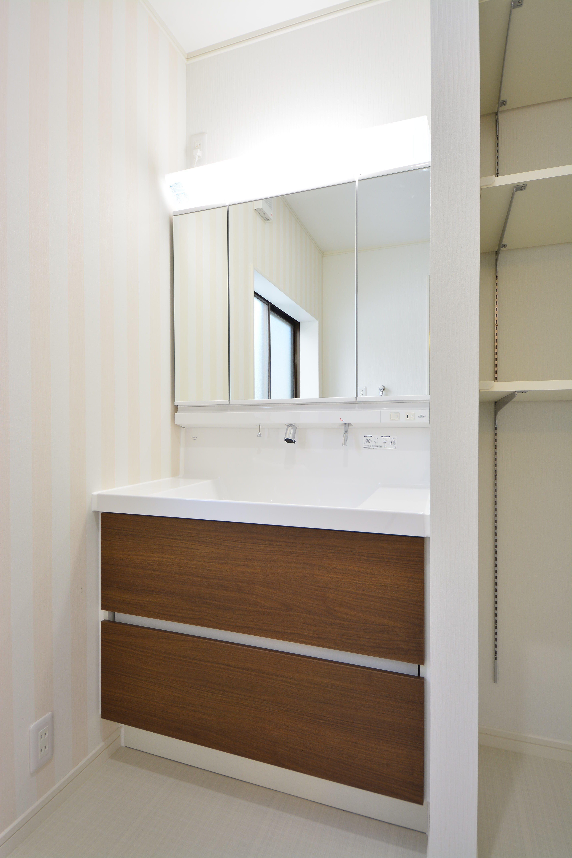 収納量も増え、出し入れもしやすい洗面化粧台
