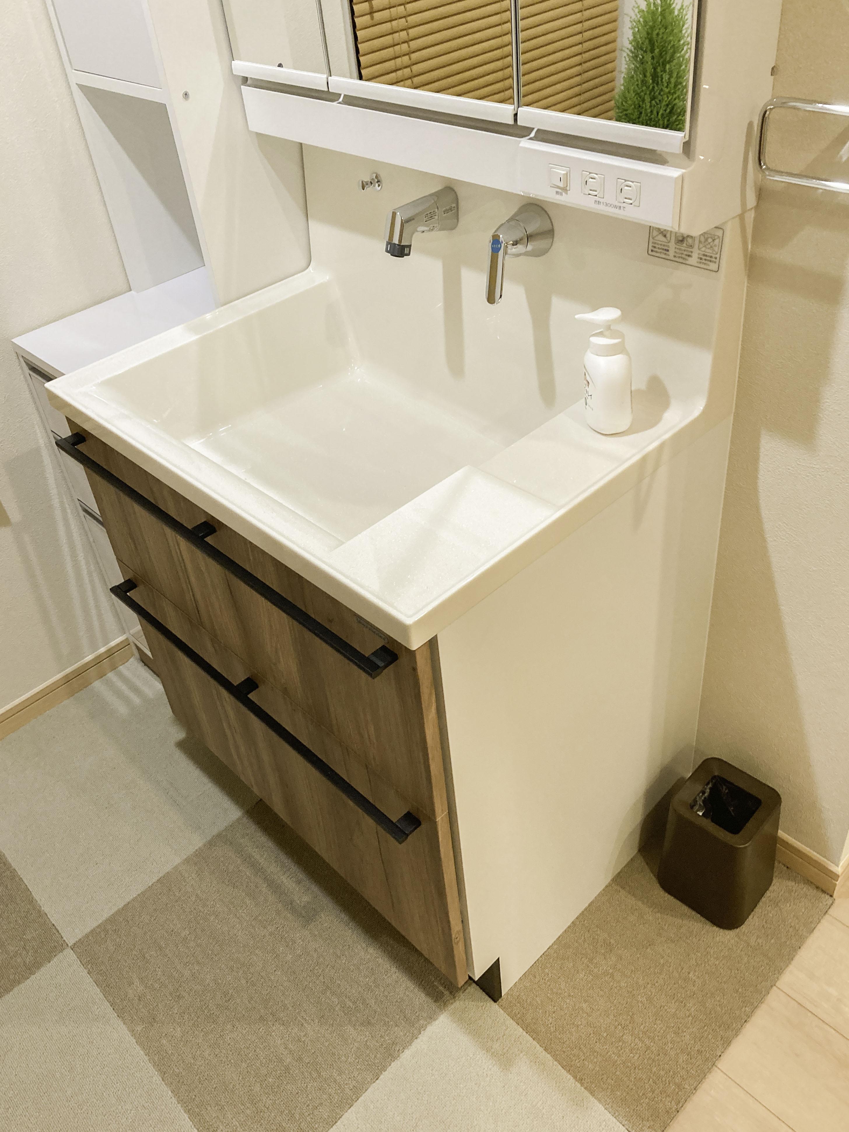 収納も増えスッキリとした洗面化粧台になりました