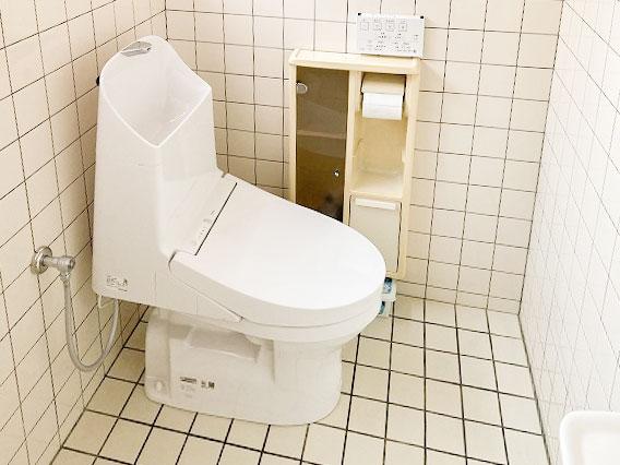 スッキリとしたフォルムはお掃除がラク!トイレ入替え工事
