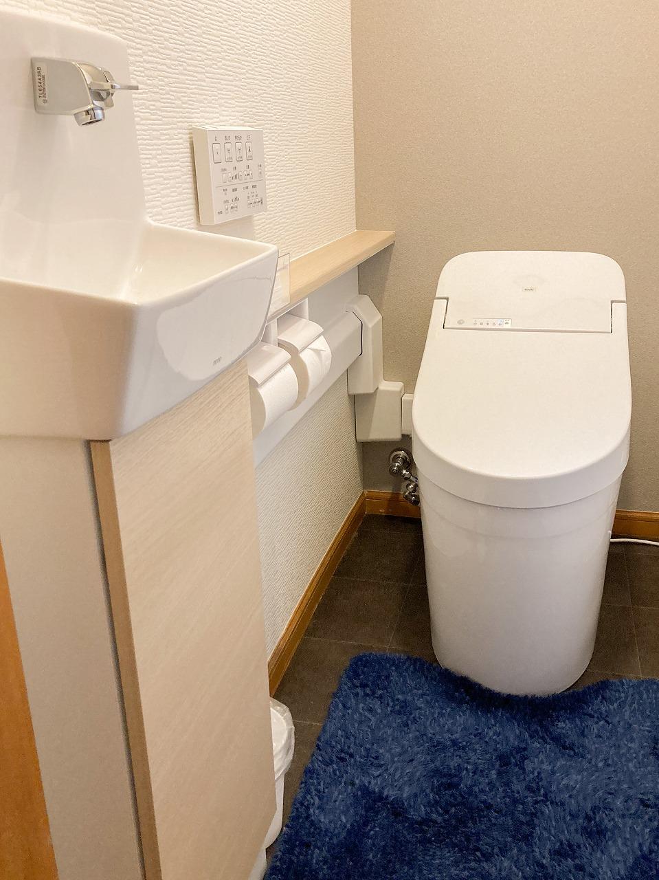 わが家にやってきたスッキリとしたタンクレストイレ