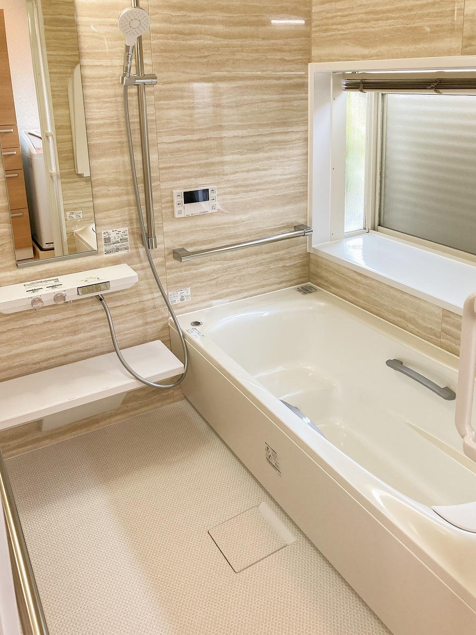 システムバス入替え工事以前よりも安全に入浴できるようになりました。