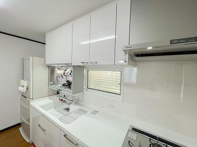 昇降タイプの乾燥機も付けて快適なキッチンへ大変身!