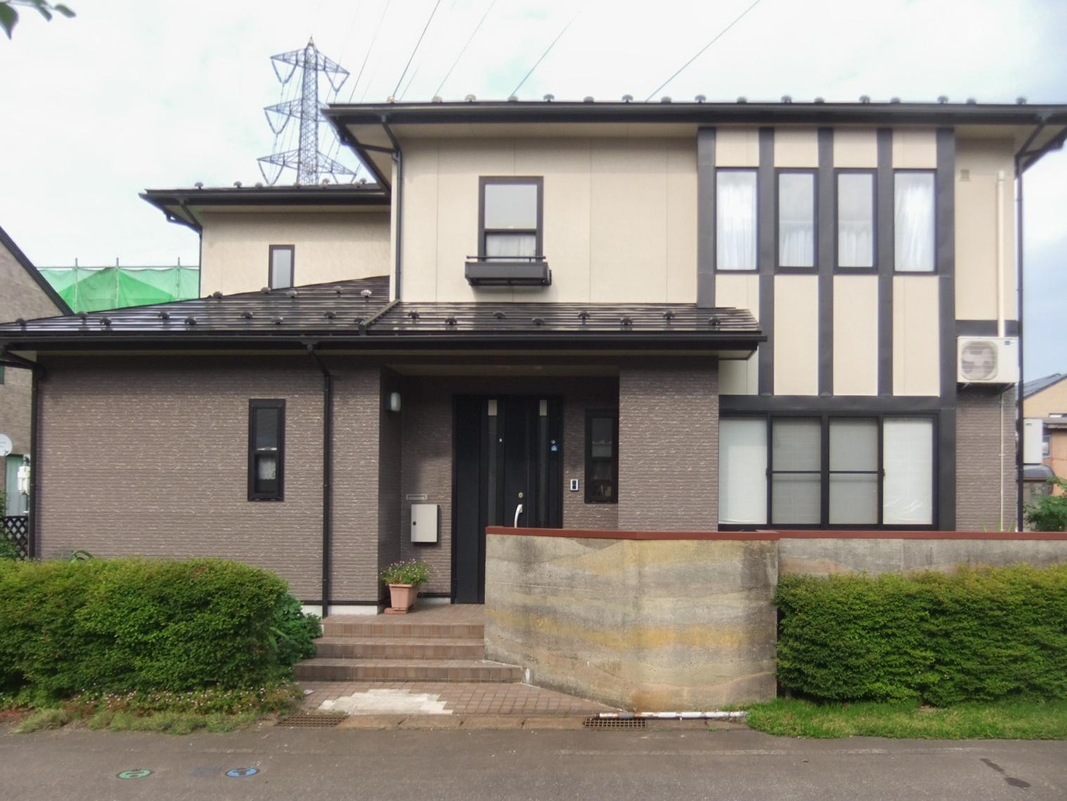 屋根・外壁塗装工事でお家の外観が明るくなりました。