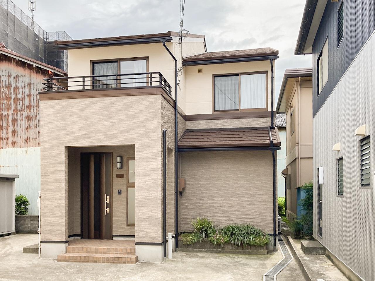 外壁塗装・屋根セネター重ね葺きで新築時のような外観へ