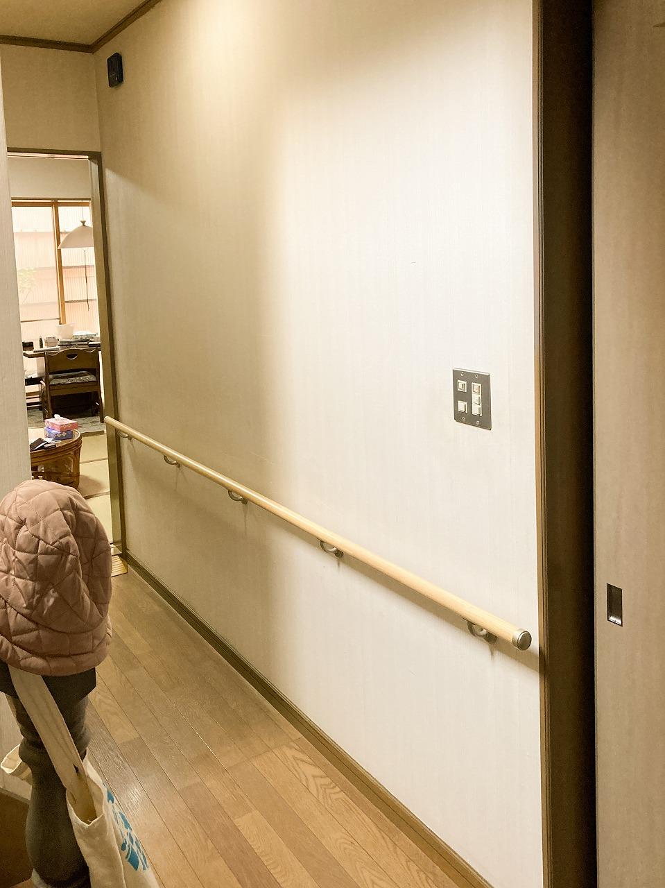 廊下に直線手摺取付ました