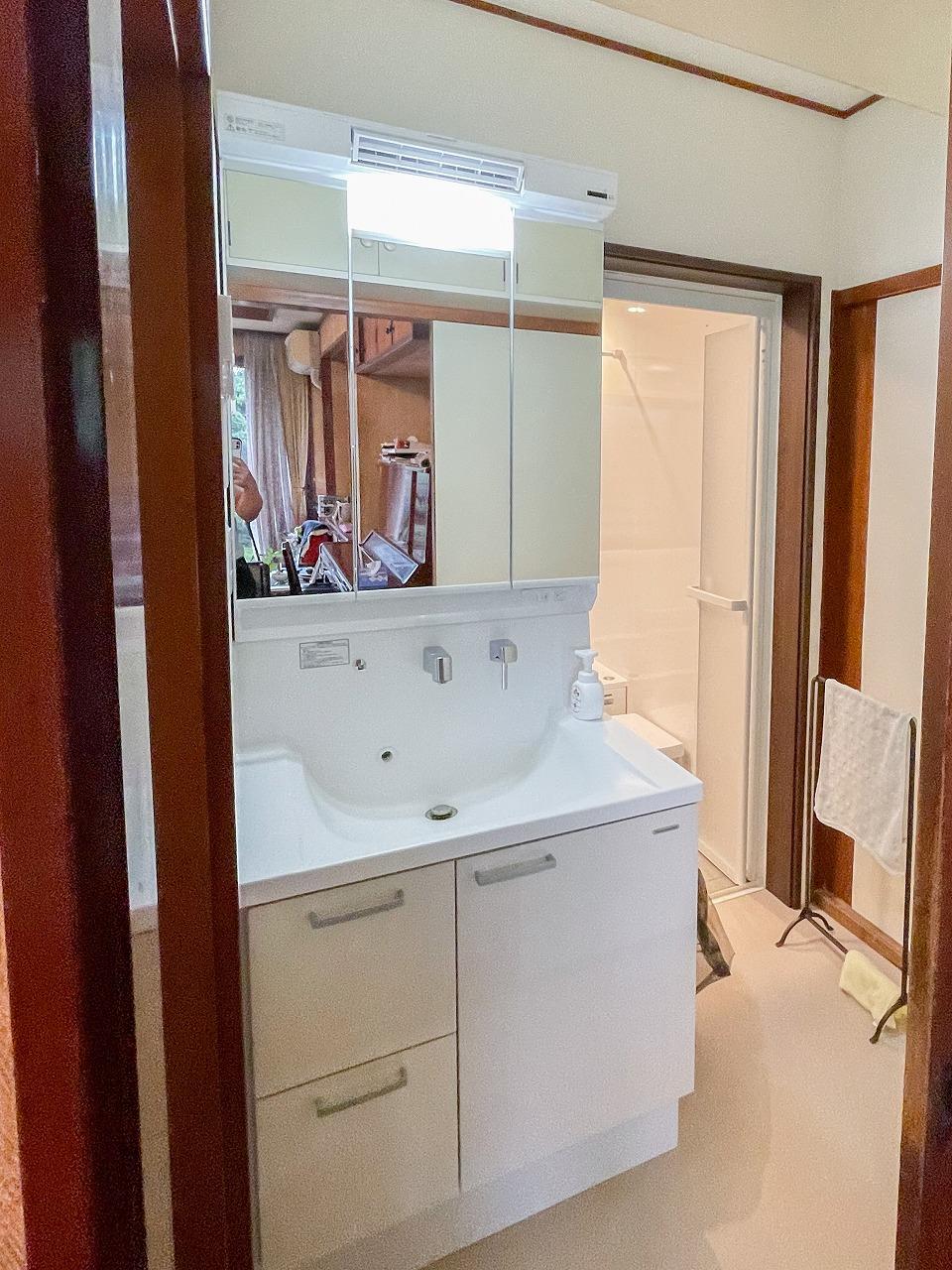 ルームヒーター付き洗面化粧台