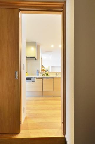玄関からキッチンへ